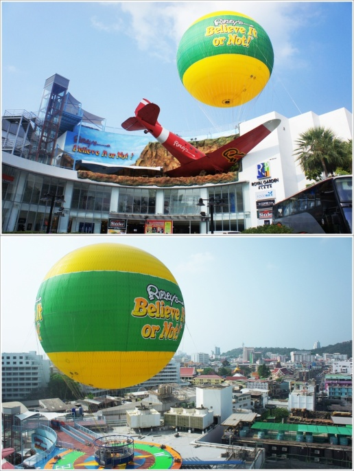 Bagian Depan Royal Plaza dan Balon Udara Ripley