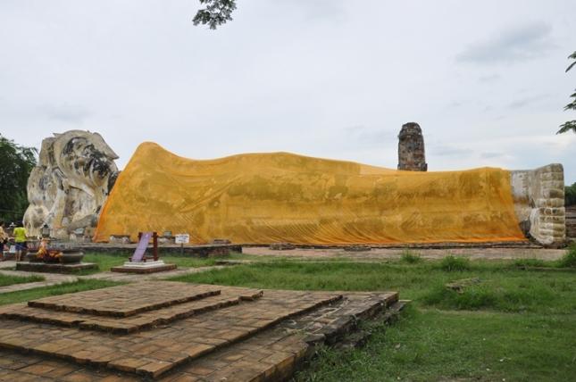 Reclining Budha di Wat Lokayasutham