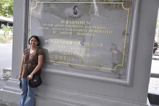 Peringatan Di Dinding Luar Gedung Tiffany's Show