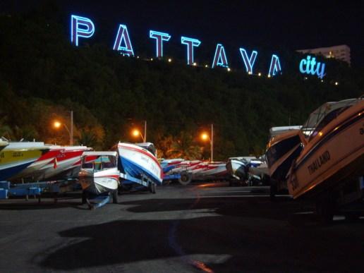 Gemerlapnya Tulisan Pattaya City dari Bali Hai Pier (Photo by : Ripdog)