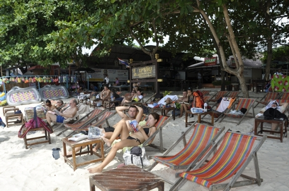 Tempat Duduk-Duduk Di Malibu Garden Resort