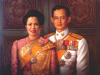 King Bhumibol Adulyadej dan Queen Sirikit (Photo By : Escati.com)