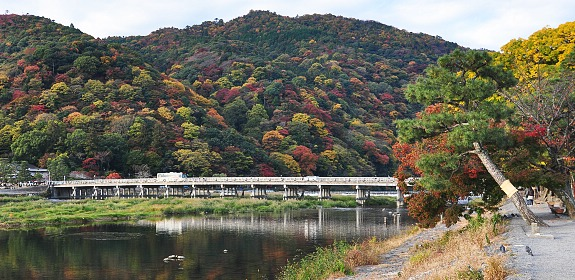 Togetsukyo Bridge Saat Musim Gugur (Photo By : Japanguide.com)