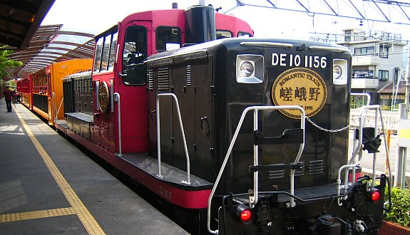 Lokomotif Sagano Scenic Railway (Photo by: japanguide.com)