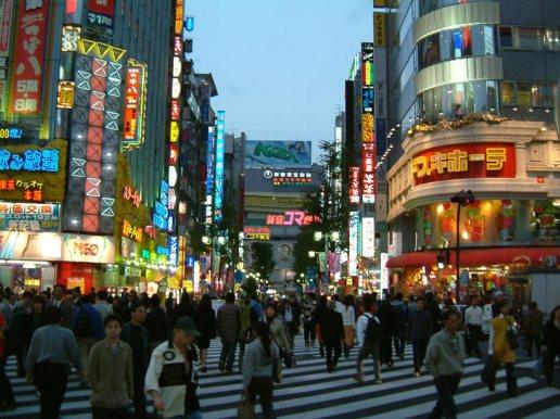 Suasana Shinjuku di waktu malam