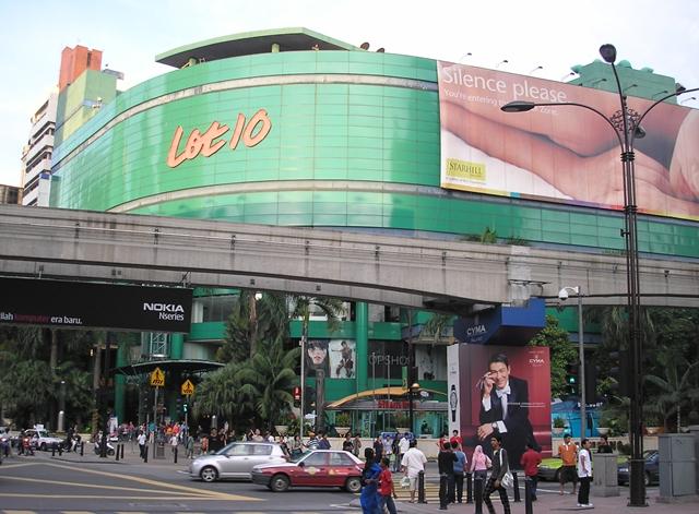Bagian Depan Mall Lot 10