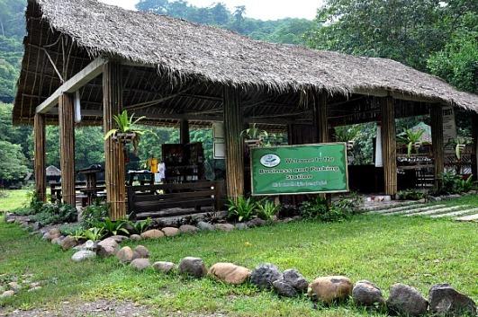 Resepsionis Zipline Irawan Eco Park