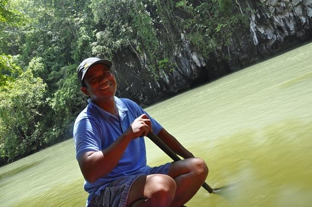 Boatman kami selama di Underground River