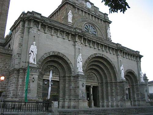 Bagian Depan Cathedral of Manila