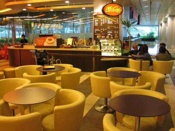 Mc Donald Terminal 3 Changi Airport (Photo Credit : sosquigglyappleplanes)