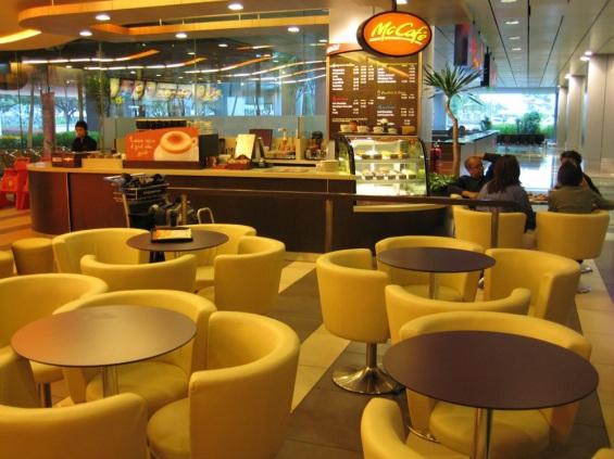 Mc Donald Terminal 3 Changi Airport (Photo Credit : sosquigglyappleplanes)