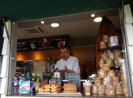 Penjual Es Krim dan Syrup Waffle di Zaanse Schans