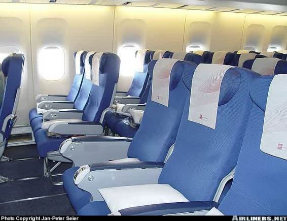 Bagian dalam KLM Economy Class (Photo by : Jan Pieter Seier)