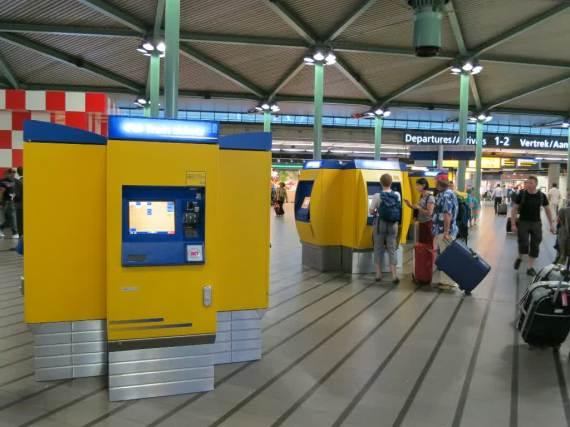 Vending Machine untuk membeli tiket kereta bagi yang tidak punya atau tidak mengaktifkan Eurail Pass