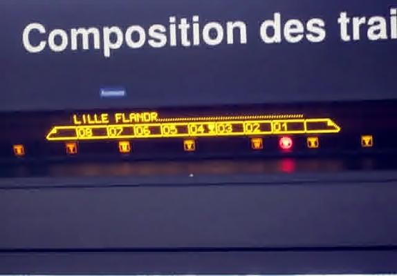 Papan Train Composition yang biasanya terletak di platform
