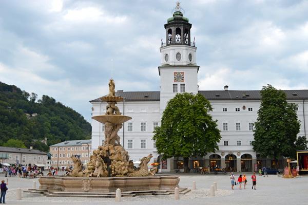 Salzburg Museum dan Residenzplatz