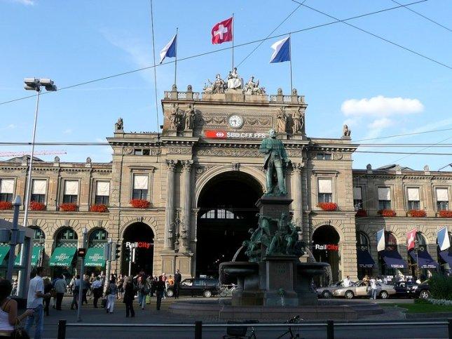 Bagian Depan Zurich HBF