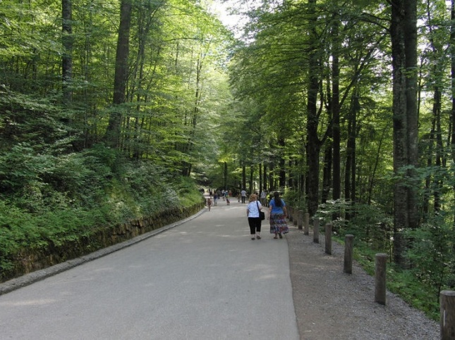 Jalan menuju kastil Neuschwanstein