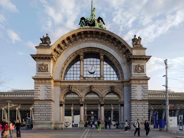 Gerbang Utama Bahnhof Luzern