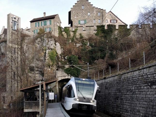 Stasiun Schloss Laufen am Rheinfall