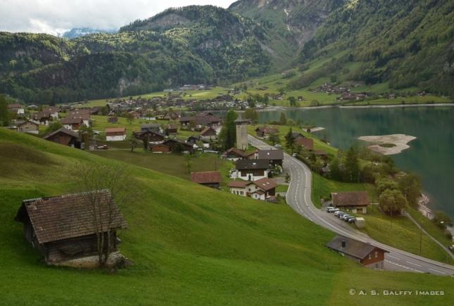 Pemandangan dari tepi danau Lucerne (Photo by : Anda Galffy)