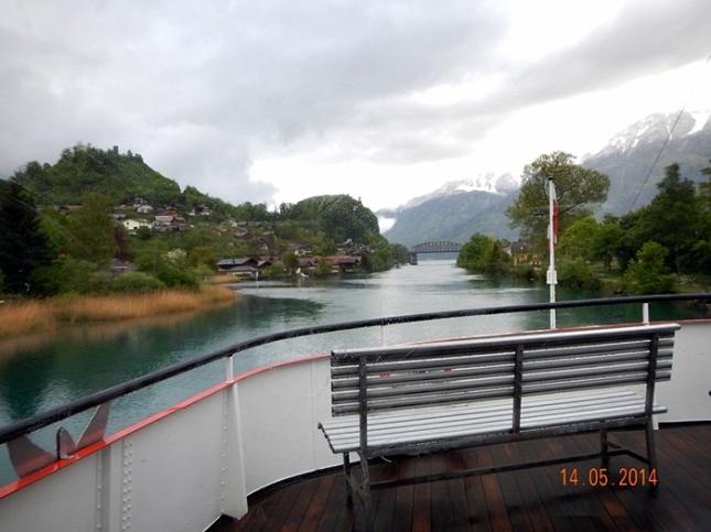 Pemandangan saat menyusuri sungai Aare dari atas boat