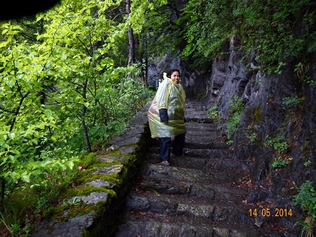 Jalan menuju St.Beatus Cave melalui Old Pilgrim Road