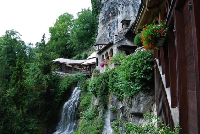 Pintu Masuk St Beatus Cave