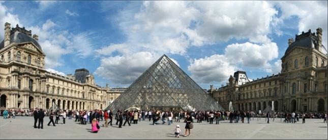 Pintu Masuk Museum Louvre (Photo by : Kaizokubg)