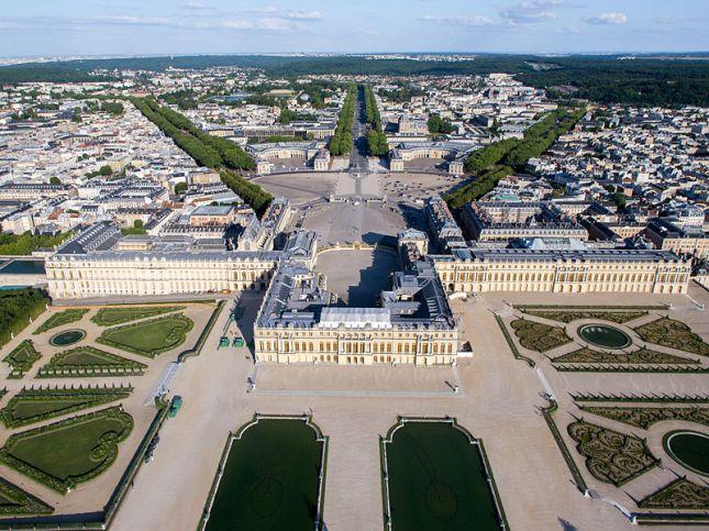 Istana Versailles dilihat dari udara (Photo by : wikimedia.org)